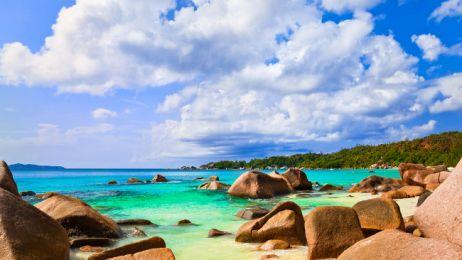 Beach_Anse_Lazio_at_island_Praslin