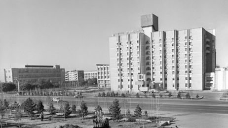 02_black_white_astana_670