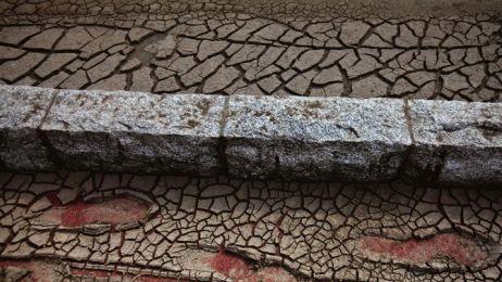 01-left-behind-footprints-670