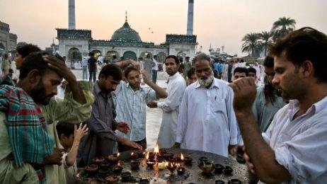 Lahore_Data_Durbar_wieczorne_mod___y_fot_Przemek_Koz___owski__2_