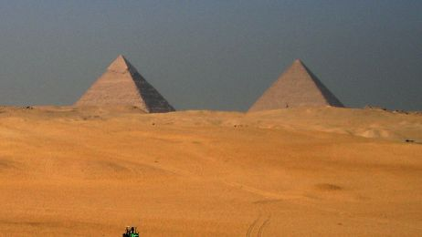 Egypt_-_Piramide_tractor