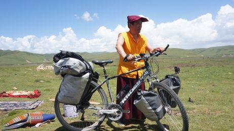 Tybetanscy_pasterze_zyja_w_jurtach__niekiedy_spedzaja_w_samotnosci_cale_tygodnie