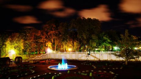 Ogrod_przy_Palacu_noca
