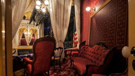 03-fords-theatre-presidential-box-670