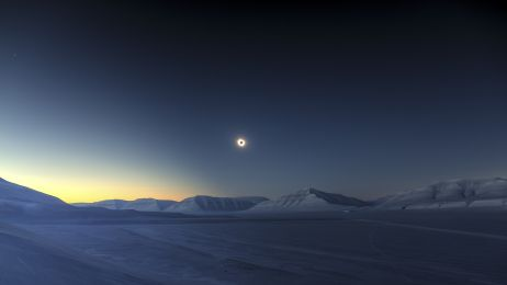 Eclipse Totality over Sassendalen © Luc Jamet