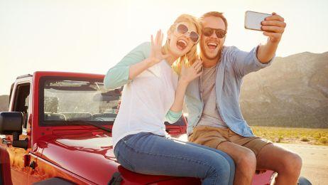Do czego używają Polacy smartfonów na wakacjach?
