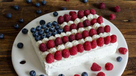"""Ciasto """"Flaga Amerykańska"""" ze śliwkami kalifornijskimi"""