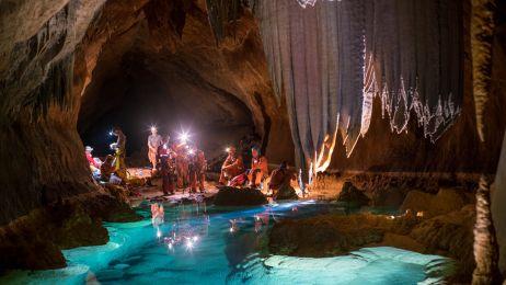 Astronauci w jaskiniach