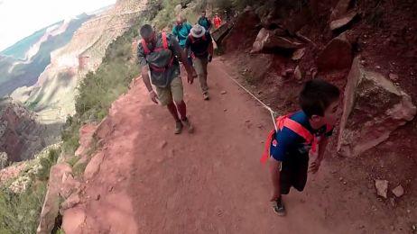 Ludzie na szlaku nie wierzyli własnym oczom. Chłopcy przeszli ze sparaliżowanym dziadkiem Wielki Kanion Kolorado