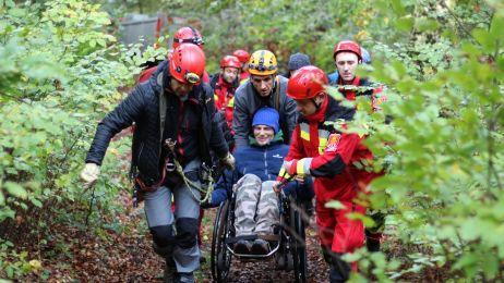 Głębia marzeń odkryta! Niepełnosprawny Przemek Kowalik zjechał do jaskini Studnisko