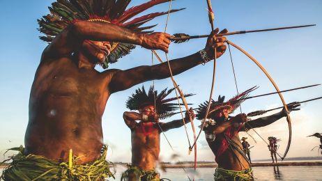 Ci ludzie żyją poza cywilizacją i wcale za nią nie tęsknią. Zobacz życie brazylijskich wojowników