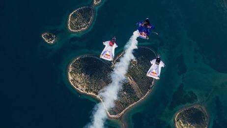 Strzała Amora jeszcze nigdy nie wyglądała tak imponująco! Lot w formacji o kształcie strzały nad Wyspą Miłości