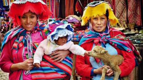 Peruwiańczycy uwielbiają kolorowe stroje.