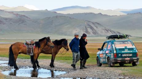 Mieszkańcy mongolskiego stepu nie raz podjeżdżali  do malucha.