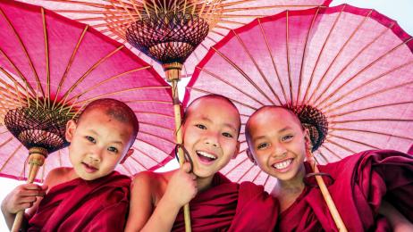 Mnichów w Mjanmie spotkamy niemal wszędzie. Ich liczbę szacuje się na 300–500 tys.