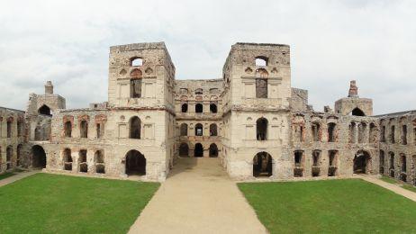 Dziedziniec zamku Krzyżtopór