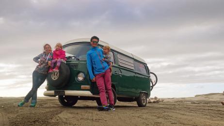 Plaża Himantagi na południu Wyspy Północnej to jedna  z niewielu plaż,  na które można wjechać samochodem.