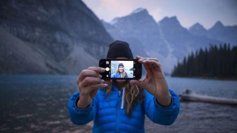 3 pytania, które (zdaniem psychologów) warto sobie zadać przed opublikowaniem selfie