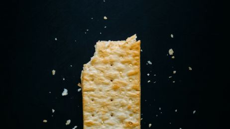 Wiesz, ile węglowodanów powinno być w twojej diecie? Zrób TEST KRAKERSA