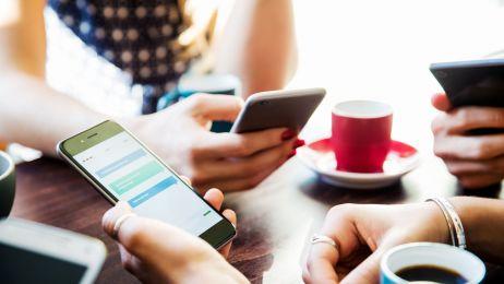 Smartfony powodują urojenia u 90% uczniów. Coraz więcej dowodów na to, że psują nam mózg
