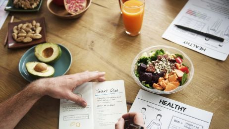 """""""Żryj połowę"""" to za mało. 10 strategii na zgubienie wagi. Za wszystkimi stoją wyniki badań"""