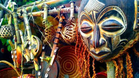 W masce ducha. Co kryje się za afrykańską maską