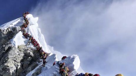 Na Mount Everest jest taki tłok, że ludzie umierają w kolejkach