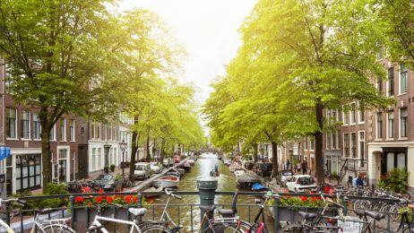 1. Rzut oka na ulicę i już wiadomo, że jeśli tyle rowerów, to musi być Amsterdam fot. Getty Images