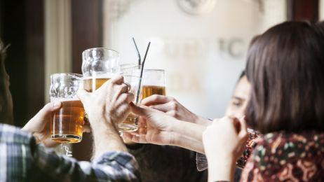 Jedna na pięć osób ucierpiała, bo ktoś bliski jej pił alkohol. To badanie otwiera oczy