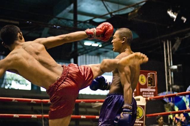 1. Zdjęcie  - Khmerowie walczą bez pardonu