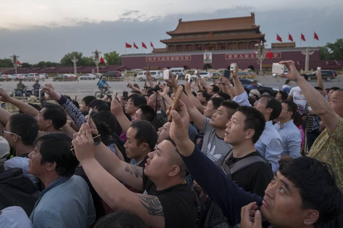 Mauzoleum Mao Zedonga - Znacie te miejsca i dzieła sztuki, ale nie widzieliście ich nigdy z tej strony. Fotograf zakpił z nas wszystkich?
