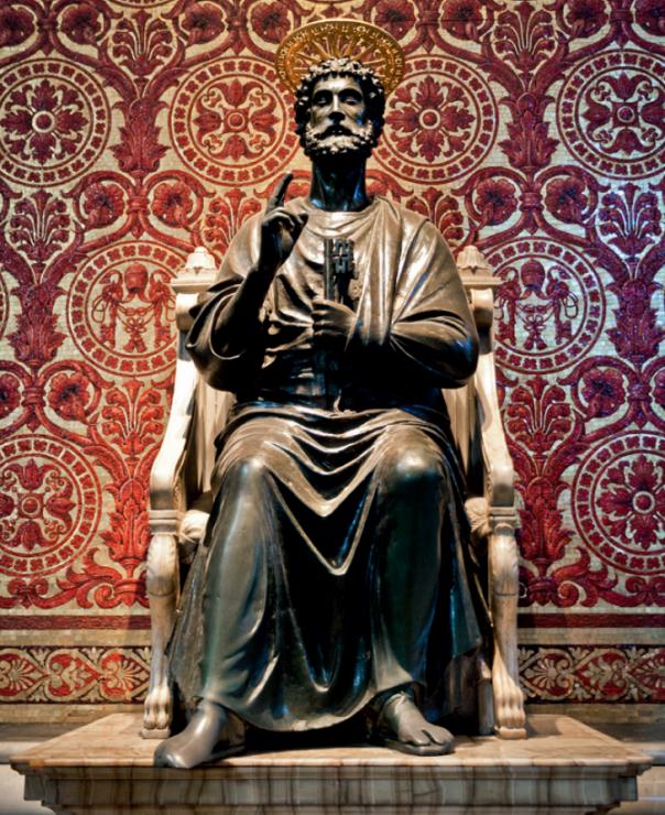 Posąg św. Piotra w Bazylice św. Piotra, Watykan - Szukasz szczęścia w podróży? Te pomniki podobno je gwarantują. Oto 7 najczęściej pocieranych posągów na świecie