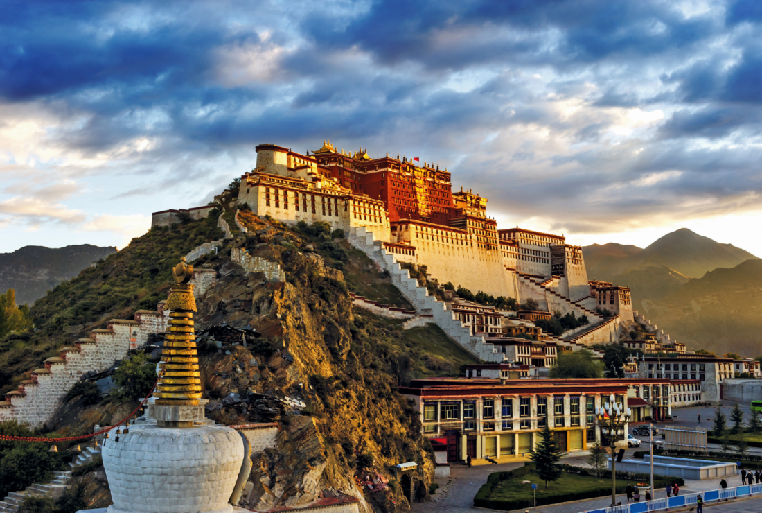 Pałac Potala w Lhasie - Wsiądź do pociągu na dach świata. Podróż koleją transtybetańską to przeżycie ekstremalne