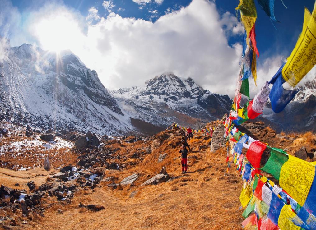 Szczyt Qongmu Gangri (7048 m n.p.m.) na trasie Lhasa – Xigaze. - Wsiądź do pociągu na dach świata. Podróż koleją transtybetańską to przeżycie ekstremalne