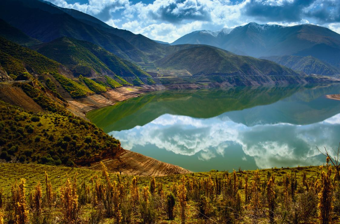 Jezioro Kuku-nor - Wsiądź do pociągu na dach świata. Podróż koleją transtybetańską to przeżycie ekstremalne