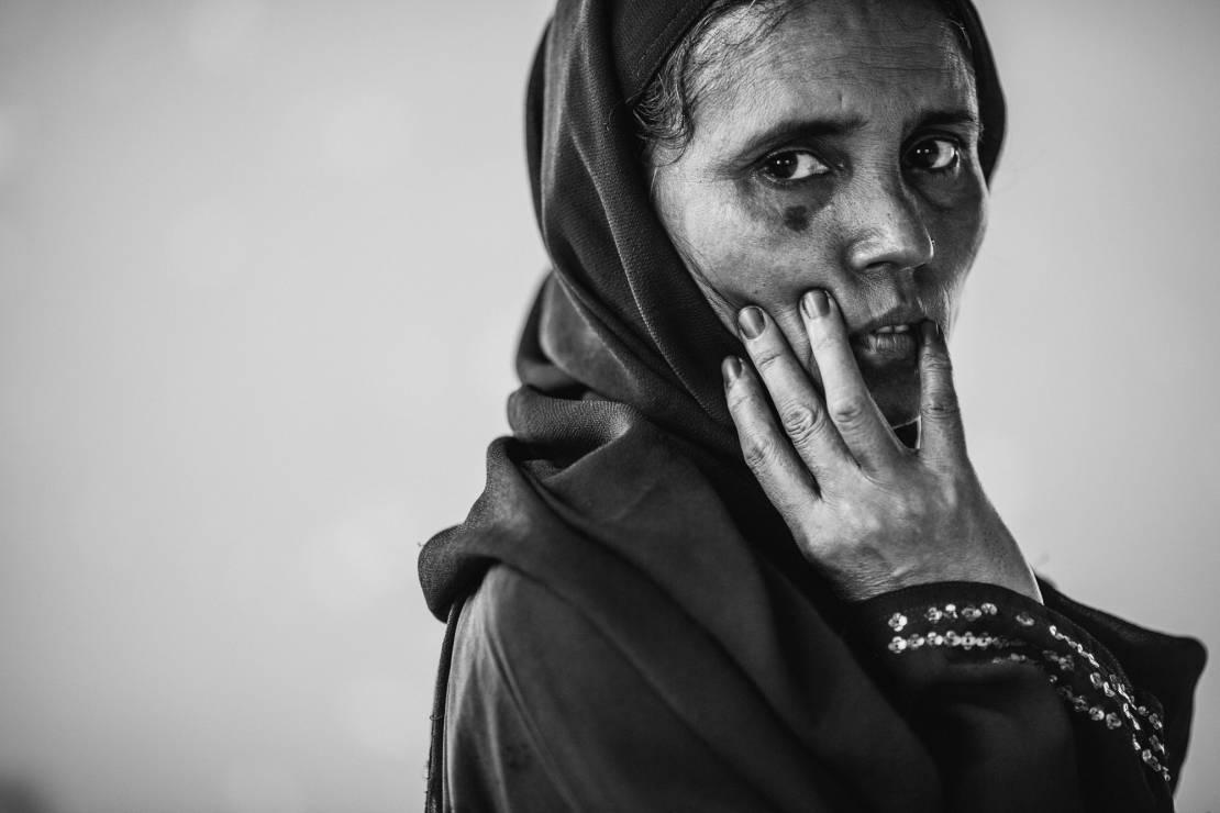 Dala Banu (44 l.). Od 21 lat w Bangladeszu, szóstka dzieci. Razem z mężem mieli gospodarstwo, pięć krów, trzy byki i stadko kóz. - To najbardziej prześladowana mniejszość etniczna.  Zobacz Rohingjów na zdjęciach fotografa National Geographic