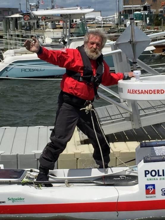 Aleksander Doba zatacza pętle na Atlantyku - Aleksander Doba zatacza pętle na Atlantyku.