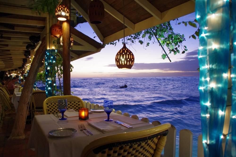 Restauracja, St. Lawrence Gap, Barbados - Rihanna, luz i totalne spowolnienie. Barbados to kierunek dla tych, którzy chcą wylogować się ze świata