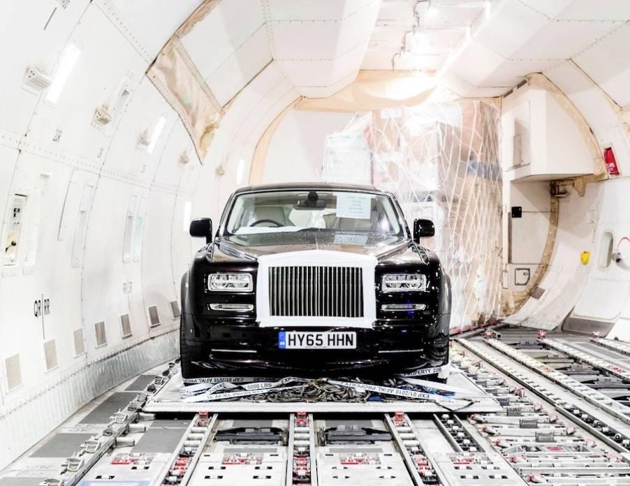 #2. Osiem Rolls-Royce'ów wartych 4,5 miliona euro - T-rex, Rolls-Royce, tygrys i dzieła sztuki - najciekawsze rzeczy transportowane w samolotach