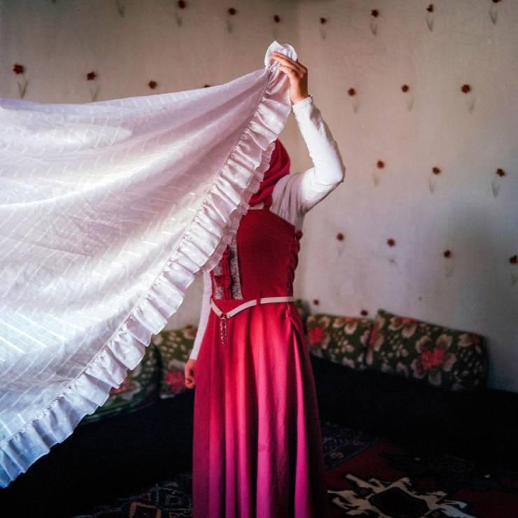 K. - lat 15 - Codzienność nieletnich mężatek, które uciekły przed wojną w Syrii [FOTOREPORTAŻ]
