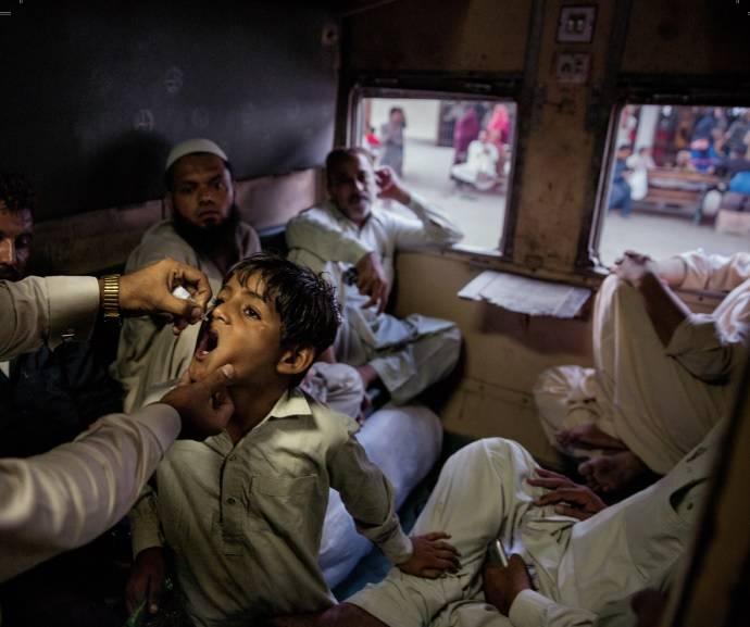 PAKISTAN - Szczepienia ratują życie. Ten reportaż o tym przypomina