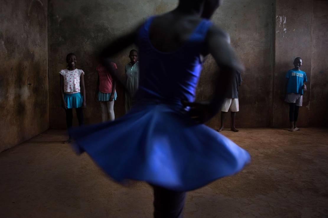 Balet w Nairobi - W samym sercu slumsu w Nairobi powstaje piękno: szkoła baletu [FOTOREPORTAŻ]